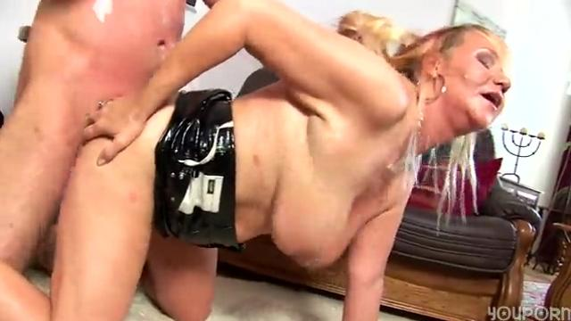 lesbian strap on picture